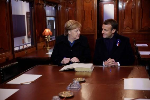 Macron en Merkel onthullen nieuwe herdenkingsplaat wapenstilstand