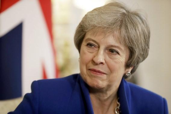 May laat zwaargewichten van haar regering Brexit-akkoord al even inkijken