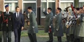 Nieuwe defensieminister Loones verwelkomd met militair defilé