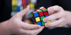 De brave kindjes vragen weer een Rubiks Kubus