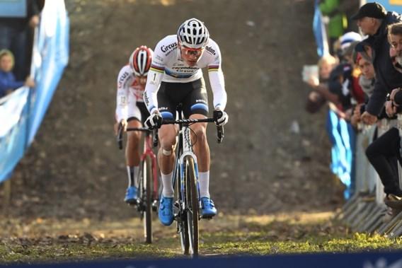 Mathieu Van der Poel is ook in Hamme een klasse te sterk, maar Tom Meeusen eist de aandacht op met sterke race