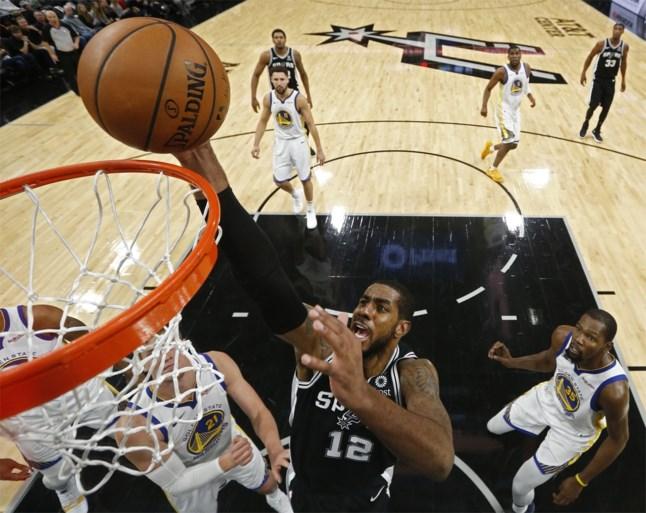 Spektakel in NBA: LeBron James rondt kaap van 50 punten tegen ex-ploeg, kampioen Golden State verliest opnieuw