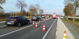 Wagen gegrepen door trein op overweg in Tielt