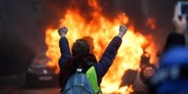 Protest van gele hesjes op Champs-Élysées ontaardt in geweld en brandstichting
