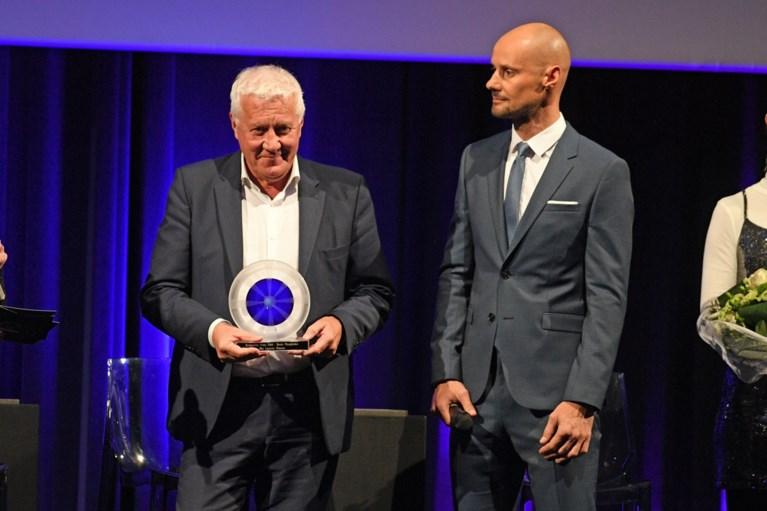 """Victor Campenaerts wint Kristallen Fiets: """"Totaal niet verwacht, ik heb niet eens een hemd aan"""""""