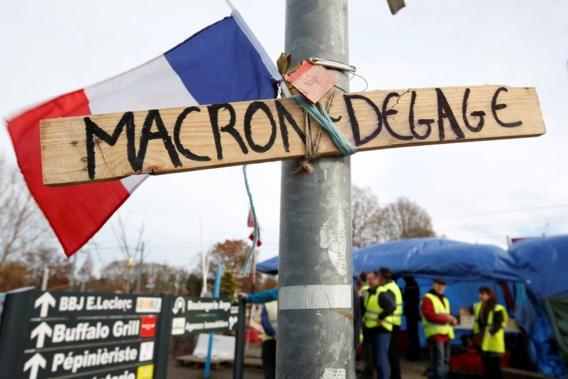 Macron vreest 'zeer heftig geweld' van gele hesjes in Parijs