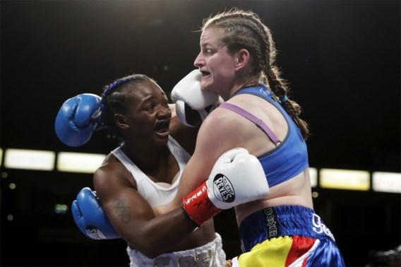 Geen stuntzege voor Femke Hermans: Amerikaanse opponent pakt wereldtitel bij supermiddengewichten