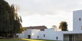Folkorefabriek met huiselijk kantje