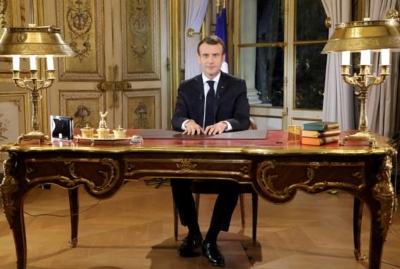 Macron belooft verhoging minimumloon na protest gele hesjes