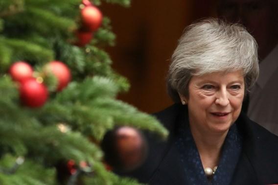 May overleeft de vertrouwensstemming: 'Verder werken aan Brexit'