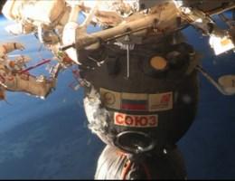 Kosmonauten onderzoeken mysterieus gat in ISS