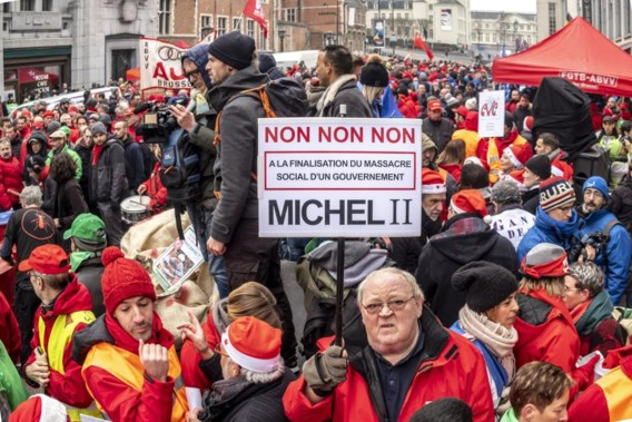 LIVE. Nationale actiedag: Vakbondsleden bekladden VBO-gebouw in Brussel