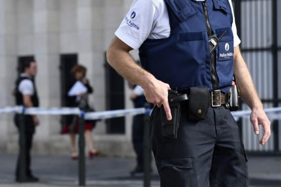 Brusselse politie schiet met zwaard gewapende man neer