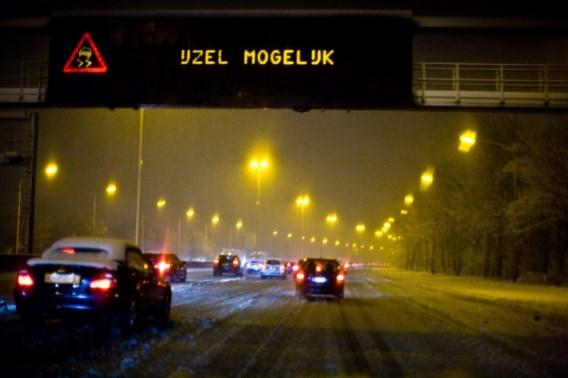 KMI trekt waarschuwing op van code geel naar code oranje: 'Kans op sneeuw en gladde wegen. Pas je rijstijl aan'
