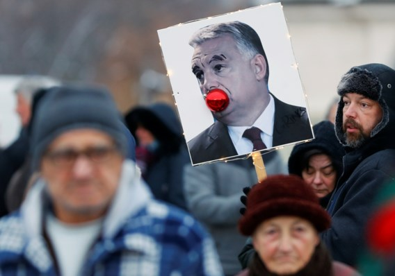 Duizenden Hongaren protesteren tegen Orban
