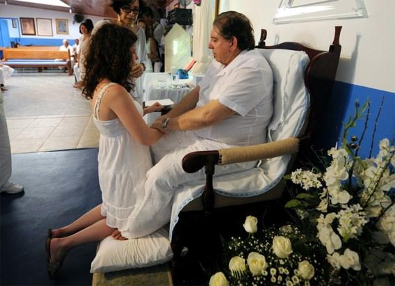 Braziliaanse spirituele 'genezer' meldt zich na klachten seksueel misbruik