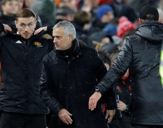 Manchester United zet José Mourinho op straat