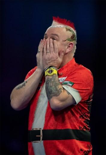 Opschudding op WK darts: moedeloze Raymond van Barneveld en kleurrijke Peter Wright sneuvelen meteen