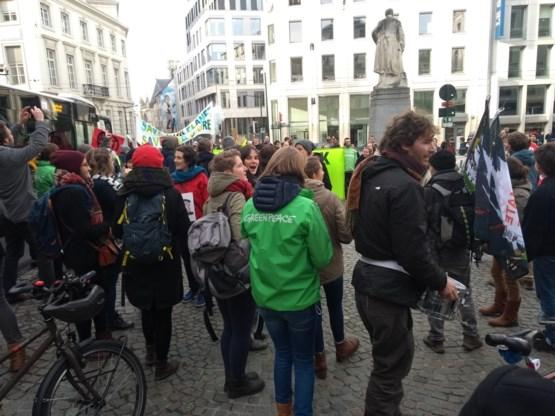 Protestactie aan parlement voor ambitieuzer klimaatbeleid