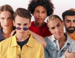 Speciaal opgerichte boysband roept Britten op nog eens na te denken over Brexit