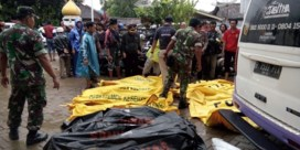 Al 222 doden geteld na tsunami Indonesië