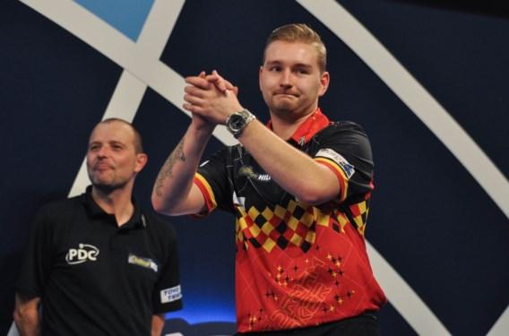 Dimitri van den Bergh verrassend uitgeschakeld na zwakke match op WK darts