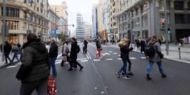 De Madrilenen komen op straat (want de auto's zijn weg)