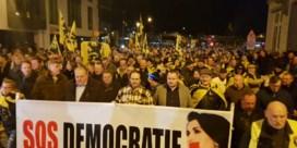 Stadsbestuur Ninove is officieel geïnstalleerd, protestmars verloopt zonder incidenten