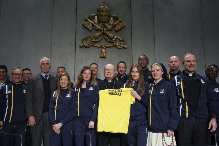 Vaticaan begint eigen atletiekteam met priesters, nonnen en zelfs 62-jarige professor