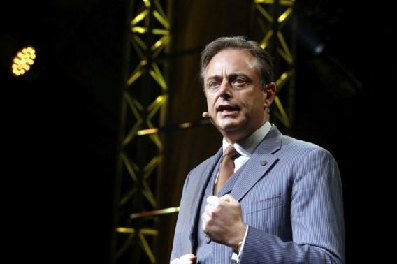 De Wever beoefent tegelijk judo en simultaanschaak