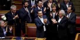 Griekse premier krijgt nipt vertrouwen van parlement