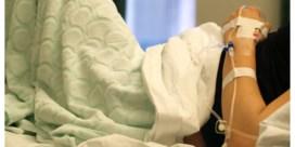 Vriendinnetje van vermeende tienerpooier laat baby achter na bevalling