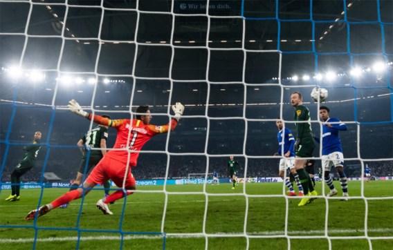 Koen Casteels verliest met Wolfsburg bij Schalke 04, maar toont wel zijn kunnen met straffe save