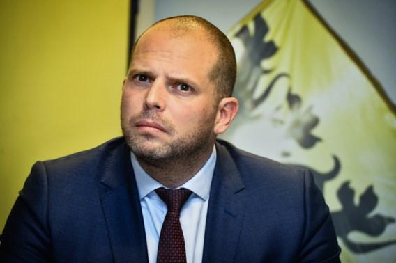Francken hekelt 'bloeddorst' rond visa-affaire en neemt DVZ opnieuw onder vuur
