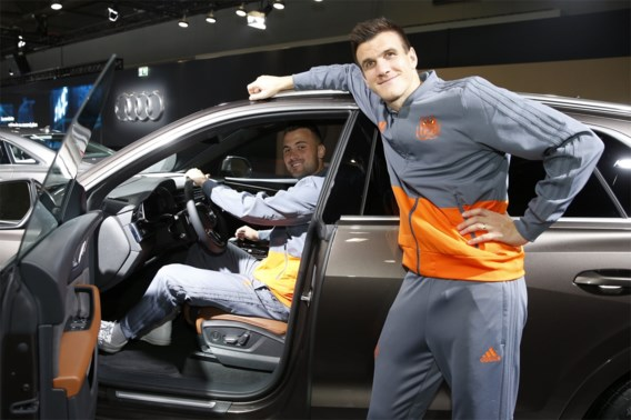 Het loopt nog niet gesmeerd maar toch niets dan lachende gezichten bij Anderlecht op autosalon