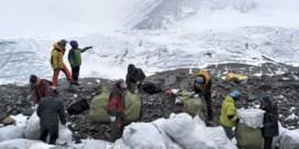 China kort klimseizoen Mount Everest in om lijken op te ruimen