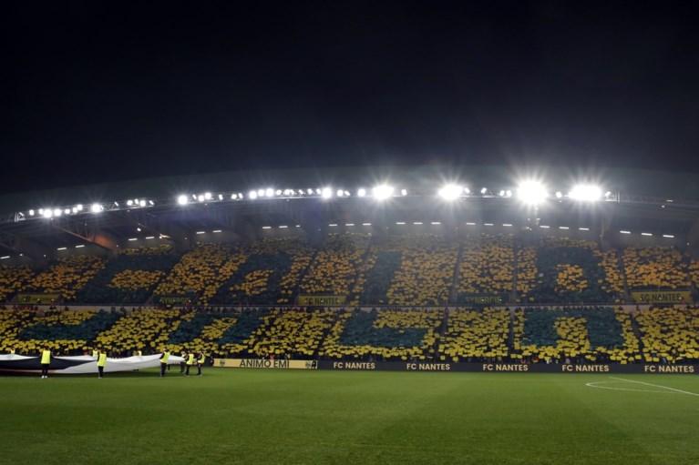 Nantes eert vermiste Sala in eerste thuiswedstrijd met indrukwekkende tifo's, emotioneel applaus in minuut 9