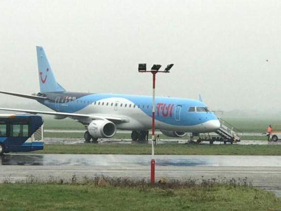 Vliegtuig belandt in het gras op luchthaven Deurne