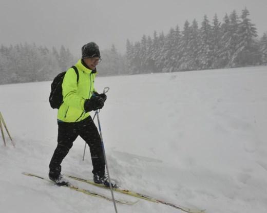 Urenlange vertragingen op luchthaven Charleroi door sneeuw, skicentra open