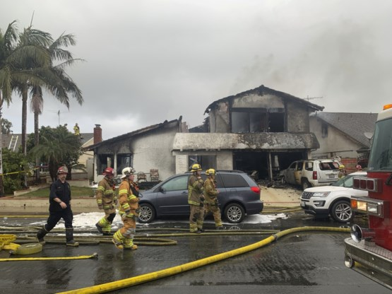 Vijf doden nadat vliegtuigje crasht op woning in Californië