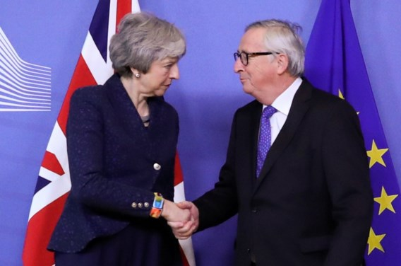 May belooft Brexit 'op tijd' te realiseren