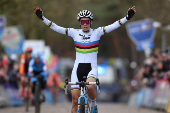 Sanne Cant slaat dubbelslag in 'haar' Lille: wereldkampioene wint Krawatencross en pakt eindzege DVV Trofee