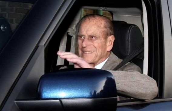 Britse prins Philip levert rijbewijs in na ongeval