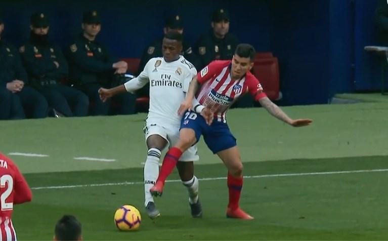 Real Madrid tweede in La Liga na winst in beladen topper tegen Atlético
