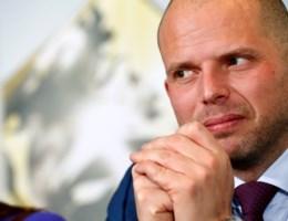 'Voor Theo Francken staan zijn eer en politieke geloofwaardigheid op het spel'