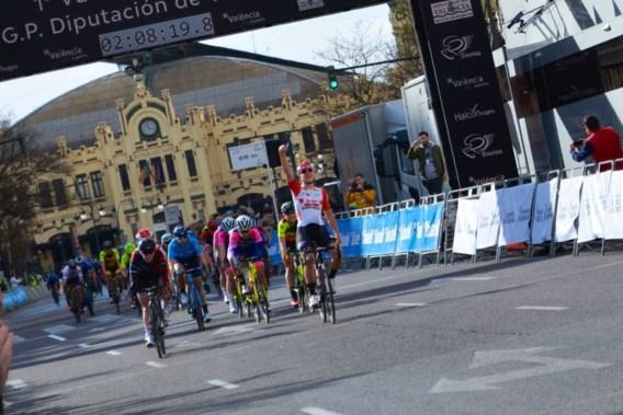 Lotte Kopecky wint in Valencia Europese openingskoers op de weg bij de vrouwen