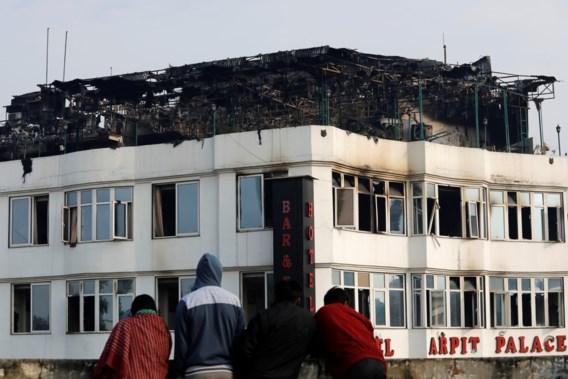 Zeker zeventien doden bij brand in Indiaas hotel