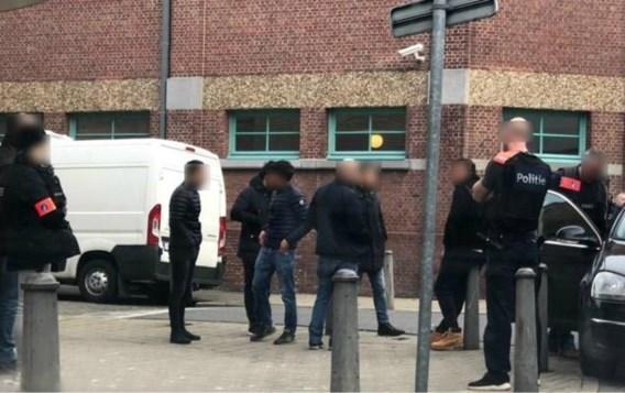 14 van de 15 verdachten Antwerpse bende aangehouden, één vrijgelaten