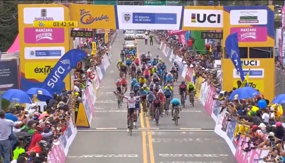 Thuisrijder Molano houdt Julian Alaphilippe en Quick Step van winst in Ronde van Colombia