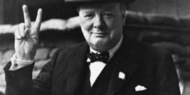 Winston Churchill valt van zijn sokkel
